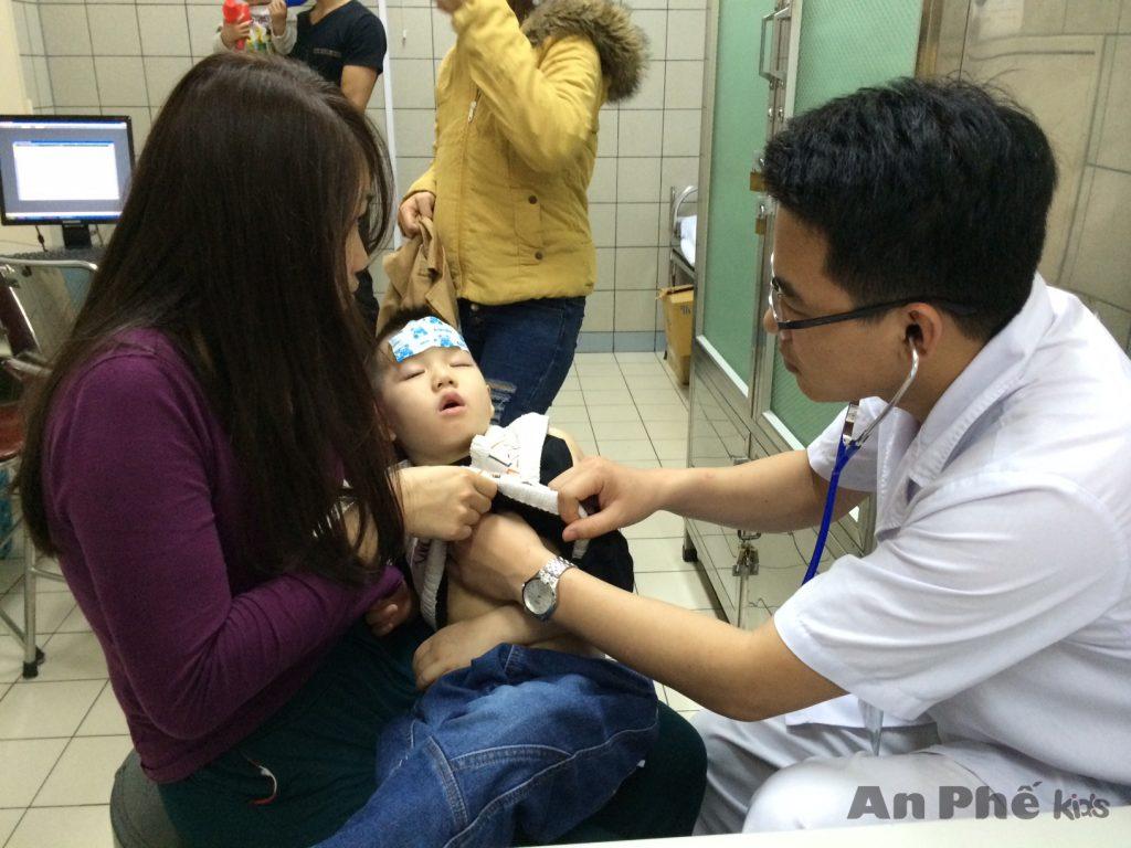 Điểm danh những triệu chứng viêm phế quản cấp ở trẻ - Ảnh 3